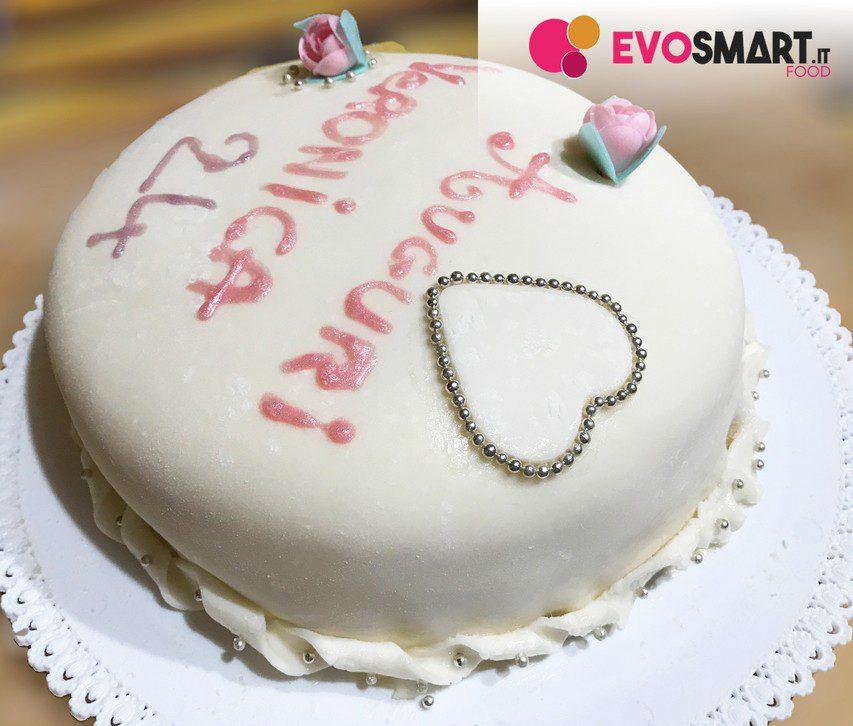 Torta di compleanno con pasta di zucchero | Evofood.it