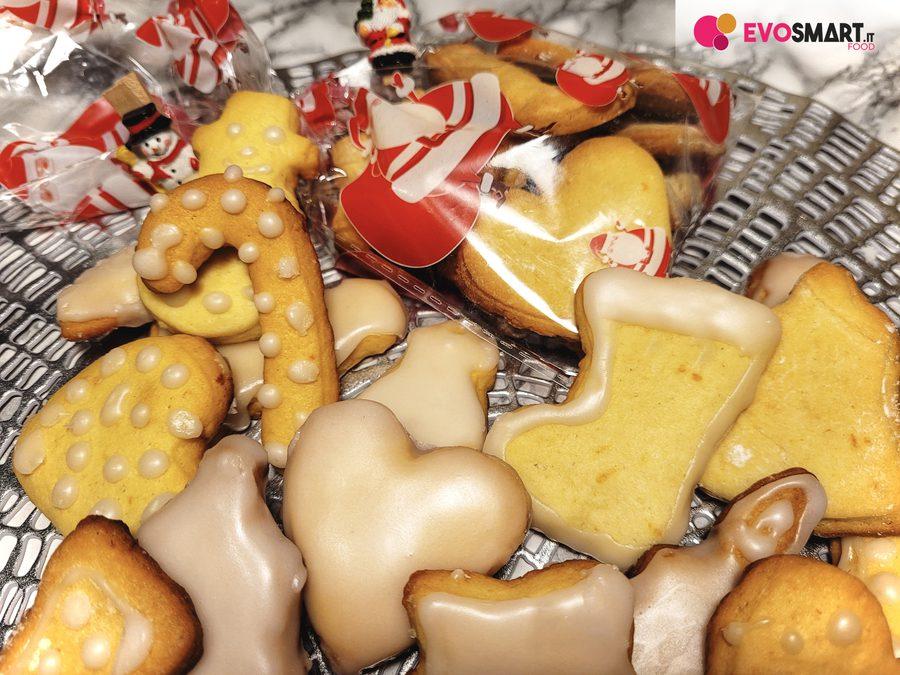 Biscotti natalizi con glassa all'acqua