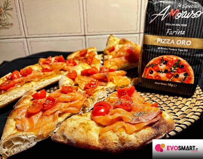 Focaccia estiva: salmone e pomodorini
